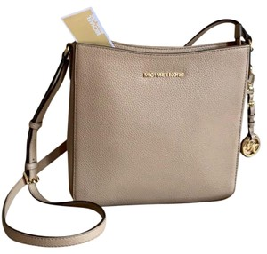 9b0dd64d4319 MICHAEL Michael Kors Messenger Bags - Over 70% off at Tradesy
