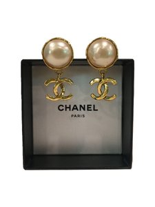 Chanel Clip Earrings-Large Faux Pearl & Gold CC