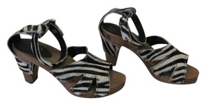 Sanita Excellent Condition Size 6.50 M BLACK, WHITE Sandals