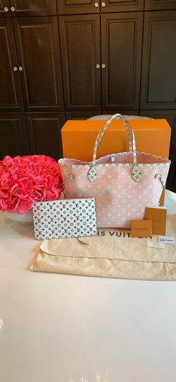 Louis Vuitton Tote in Red/Pink Image 1