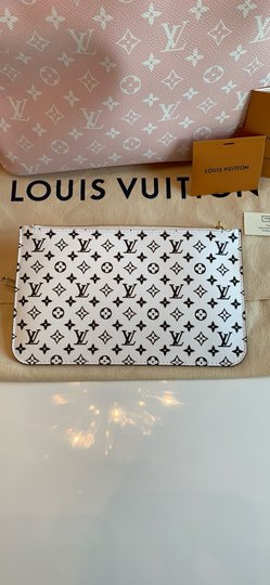Louis Vuitton Tote in Red/Pink Image 2