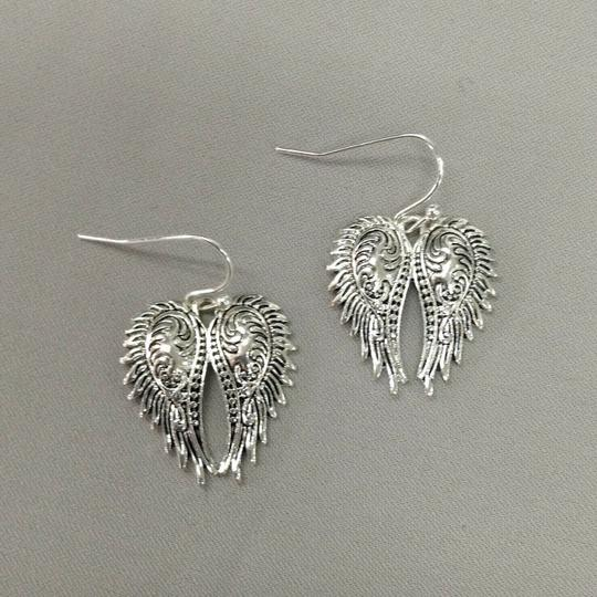 Generic Angel Wing Silver Necklace Pendant and Earrings Image 1