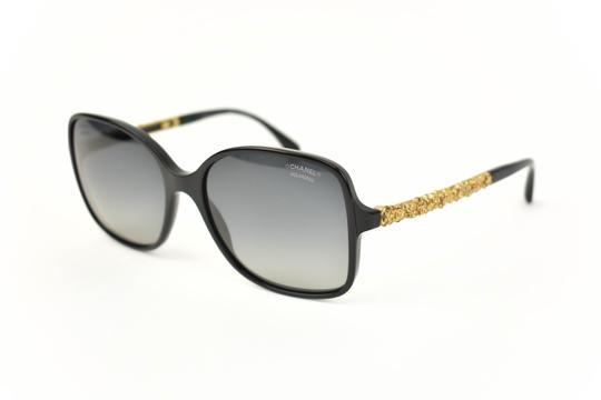 Preload https://img-static.tradesy.com/item/25404434/chanel-bijou-black-and-gold-plated-metal-cc-logo-polarized-an-sunglasses-0-0-540-540.jpg