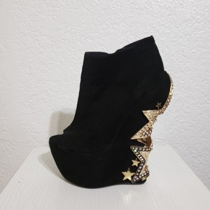 ZIGIny Black and Gold Wedges