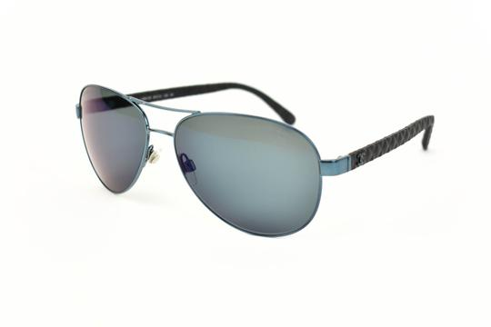 Preload https://img-static.tradesy.com/item/25405000/chanel-pilot-metallic-blue-cc-logo-and-leather-mirrored-au-sunglasses-0-0-540-540.jpg