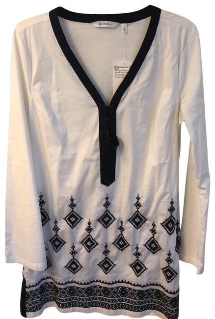 Preload https://img-static.tradesy.com/item/25405067/athleta-white-and-navy-desert-diamond-kimssa-tunic-cover-upsarong-size-6-s-0-1-650-650.jpg