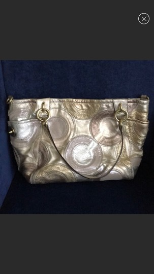 Coach Tote in gold Image 1