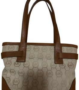 c50fb5f4d31355 Michael Kors Shoulder Bags - Up to 70% off at Tradesy
