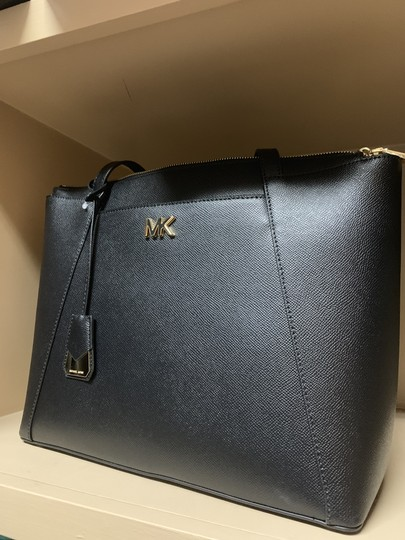 Michael Kors Tote in Black Image 5
