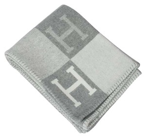 Hermès Hermes Avalon III Signature H Gris Clair and Ecru Throw Blanket