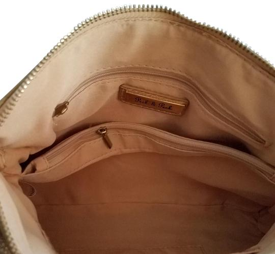 Preload https://img-static.tradesy.com/item/25411801/peck-and-peck-and-gold-purse-leather-shoulder-bag-0-1-540-540.jpg