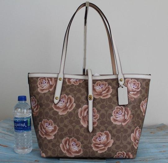 Coach Tote in Tan Chalk/Gold Image 5