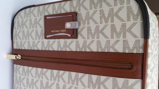 Michael Kors -Vanilla--WITH SPINNERS- Travel Bag Image 2