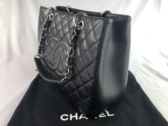 Chanel Caviar Shoulder Bag Image 2