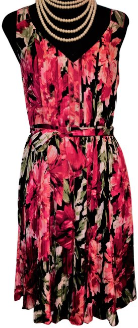 White House Black Market Red Rose Floral Print Pleated