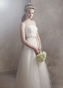 White by Vera Wang Ivory Organza Gown with Fern Embroidery and Net Overlay Formal Wedding Dress Size 0 (XS)