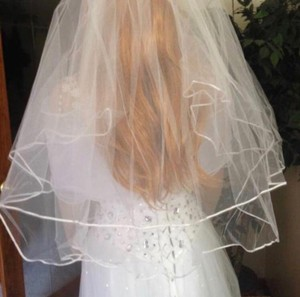 White Medium Ribbon Edge Bridal Veil