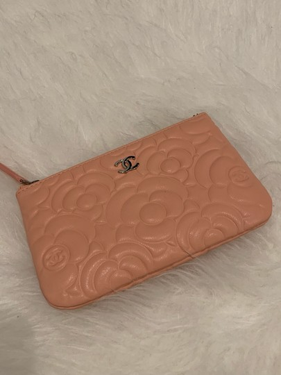 Chanel Chanel 19P mini o case in blush camellia lambskin Image 5