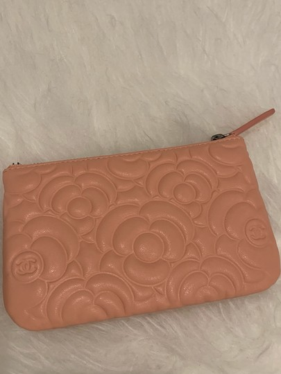 Chanel Chanel 19P mini o case in blush camellia lambskin Image 6
