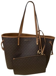 7d7be32600ad Michael Kors Tote in Multi ( Brown Signature )