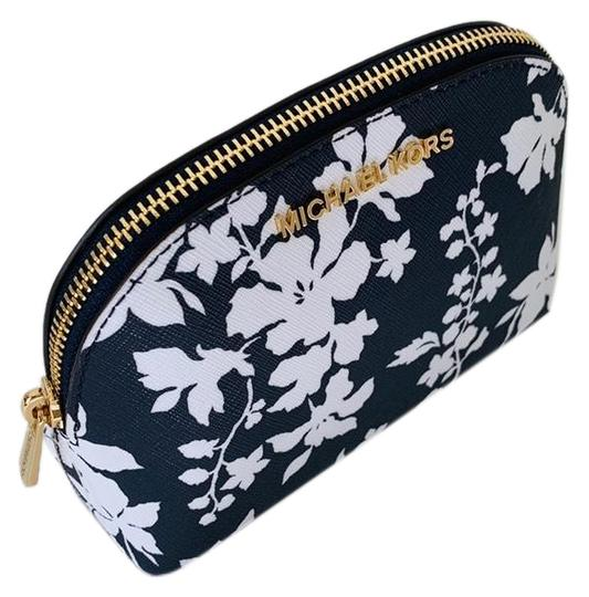Preload https://img-static.tradesy.com/item/25430243/michael-kors-navywhite-jet-set-new-travel-pouch-cosmetic-bag-0-2-540-540.jpg