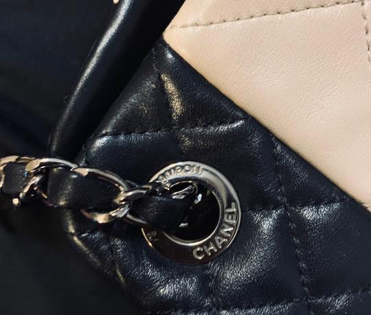 Chanel Tote in Beige and black Image 9