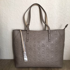 MCM Tote in taupe Image 0