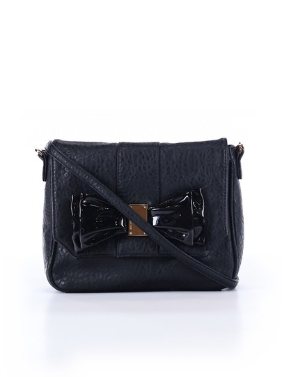 Preload https://img-static.tradesy.com/item/25432060/deux-lux-joyous-bow-black-cross-body-bag-0-0-540-540.jpg