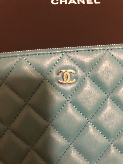 Chanel turquoise Clutch Image 2