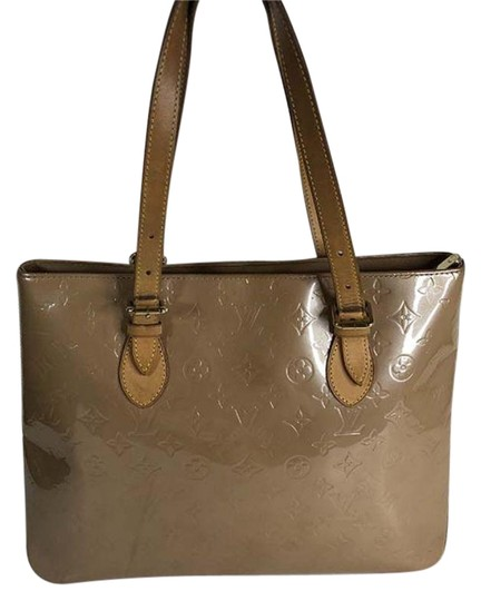 Preload https://img-static.tradesy.com/item/25432804/louis-vuitton-brentwood-vernis-hand-beige-leather-tote-0-1-540-540.jpg