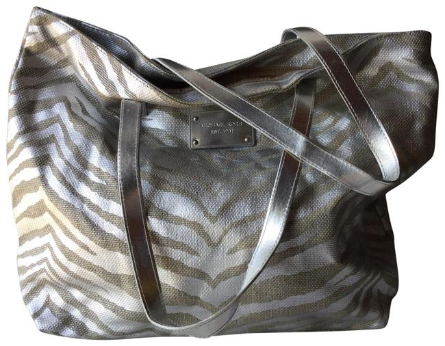 Item - Metallic and Exotic Animal Print Large Silver/Beige Canvas Tote