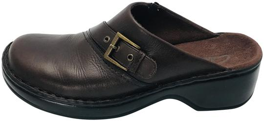 Preload https://img-static.tradesy.com/item/25433969/clarks-brown-women-s-ingalls-mulesslides-size-us-7-regular-m-b-0-1-540-540.jpg
