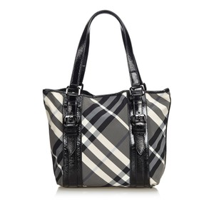 Burberry 9dbuto015 Vintage Nylon Patent Leather Tote in Black