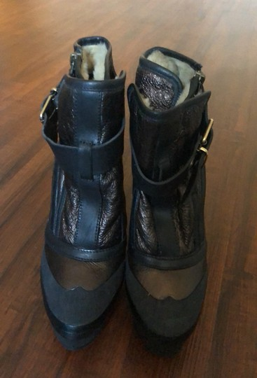Burberry black and cooper/gold Boots Image 2