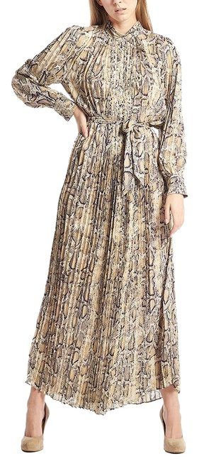 Preload https://img-static.tradesy.com/item/25436139/gracia-white-l-pleated-with-waist-self-belt-sml-long-casual-maxi-dress-size-os-one-size-0-1-650-650.jpg