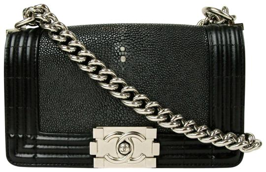 Preload https://img-static.tradesy.com/item/25440148/chanel-chain-boy-stingrayleather-small-black-stingrayleather-cross-body-bag-0-1-540-540.jpg