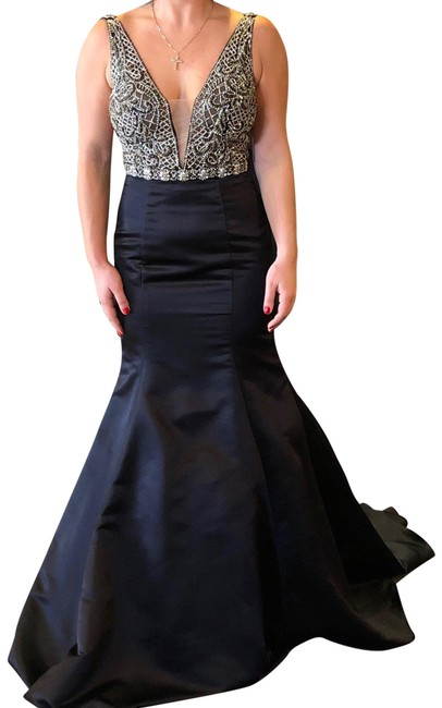 Item - Black and Silver Beading 8924 Long Formal Dress Size 6 (S)