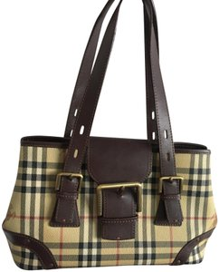 3a16c77896 Burberry Shoulder Bags - Up to 70% off at Tradesy