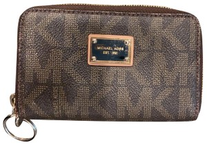 535ee26fda35 Michael Kors Wallets on Sale - Up to 80% off at Tradesy