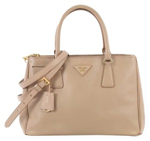 a34456ad789f Prada Totes on Sale - Up to 70% off at Tradesy