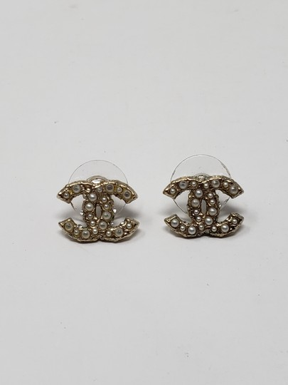 Chanel Gold-tone Chanel faux pearl Strass interlocking CC earrings Image 10
