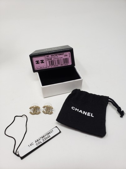 Chanel Gold-tone Chanel faux pearl Strass interlocking CC earrings Image 3