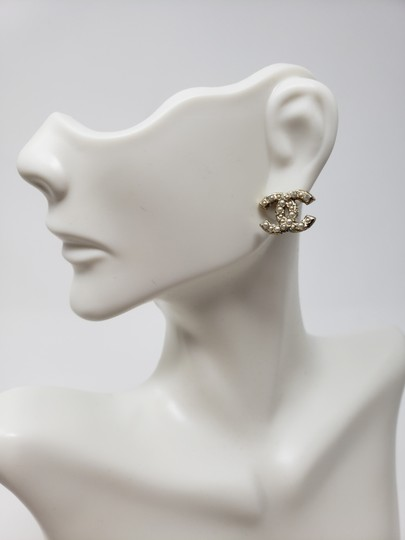 Chanel Gold-tone Chanel faux pearl Strass interlocking CC earrings Image 4