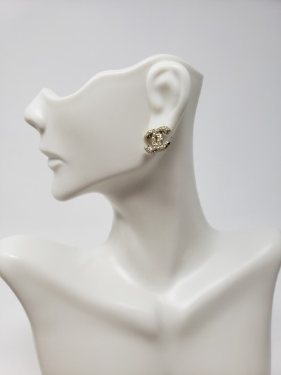 Chanel Gold-tone Chanel faux pearl Strass interlocking CC earrings Image 5