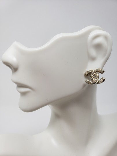 Chanel Gold-tone Chanel faux pearl Strass interlocking CC earrings Image 6