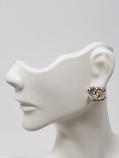 Chanel Gold-tone Chanel faux pearl Strass interlocking CC earrings Image 7