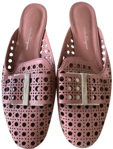 952c234173 Pink Salvatore Ferragamo Flats Up to 90% off at Tradesy