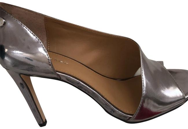 Item - Silver Metallic Pumps Size US 6.5 Regular (M, B)