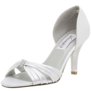 Dyeables White Daisy By Pumps Size US 7.5 Regular (M, B)