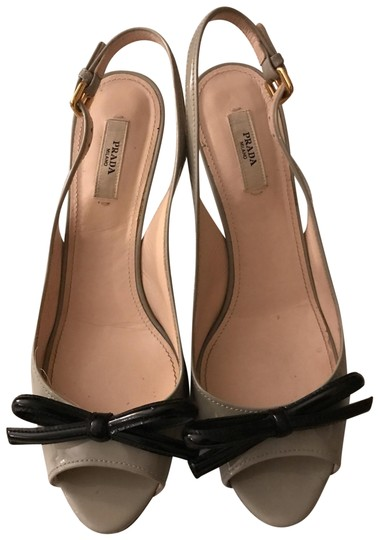 Preload https://img-static.tradesy.com/item/25461011/prada-grey-with-black-bows-peep-toe-sling-pumps-size-us-85-regular-m-b-0-1-540-540.jpg
